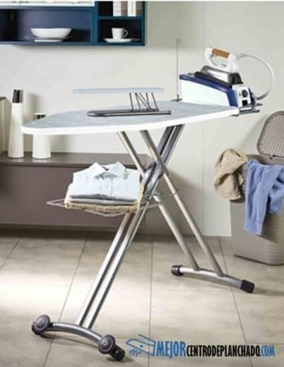 centro de planchado profesional con tabla