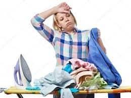 Mujer planchando